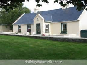 L Shaped House With Garage Holiday Villas Holiday Apartments Villa Rentals