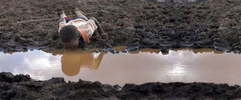 imagenes ironicas de la escasez cada 15 segundos muere un ni 241 o por falta de agua potable