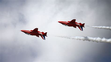 file wallpaper red arrows 2 jpg wikimedia commons