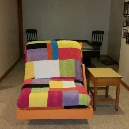 How To Build A Lounge Chair by How To Build A Simple Pallet Lounge Chair