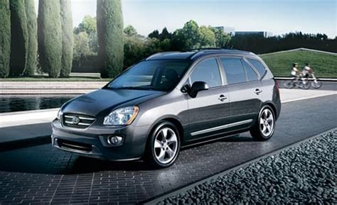 2007 kia rondo car and driver