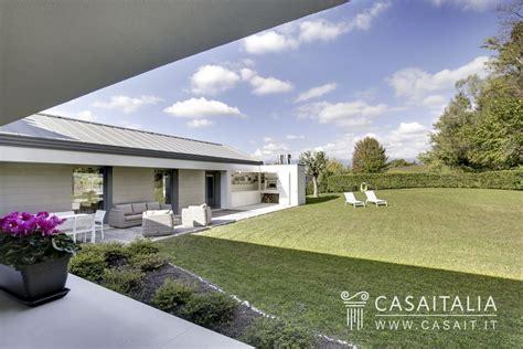 giardino villa villa di lusso con giardino in vendita a conegliano