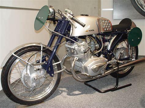 125ccm Motorrad Rennen by Honda In Japan By Rick Darke