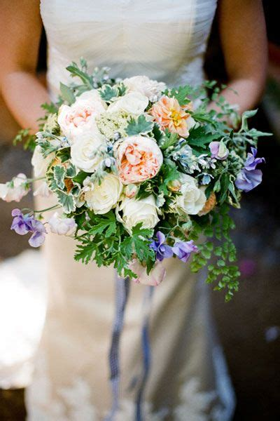 5 of the prettiest spring wedding bouquets ever top 10 flowers for spring weddings