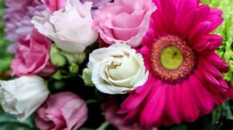 fiori anniversario di matrimonio il mazzo di fiori giusto per ogni occasione ed anniversario