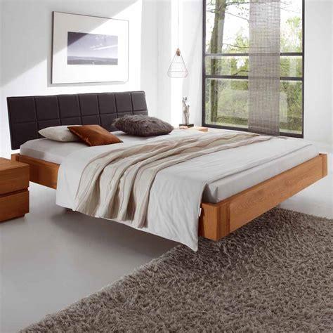 flaches bett 180x200 schlafzimmer bett aus eiche massivholz polsterkopfteil in