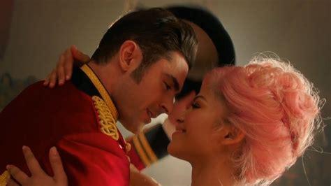 zac efron zendaya scene the greatest showman kiss scene zac efron and zendaya