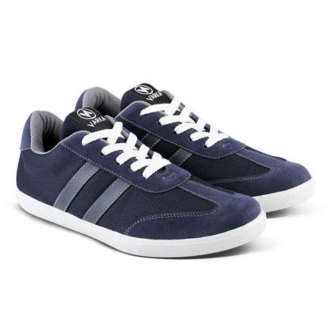 Sepatu Kasual Sneaker Pria Vsd 22 varka 28 4 5 sepatu sneakers pria elevenia