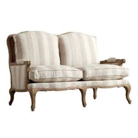 divani stile country il divano che sposa il living classico divani classici