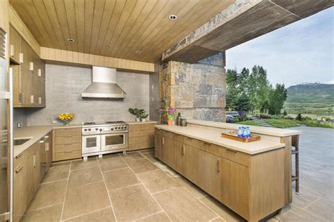 Kitchen Cabinets Myrtle Beach by 10 Homes For Sale With Stunning Outdoor Kitchens