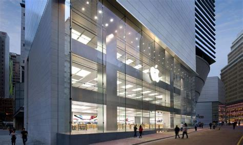 Laptop Apple Di Hongkong retail stores part of apple marketing plan as far back as 1976 says silicon valley ad whiz