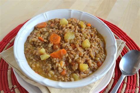 sedano come cucinarlo 187 zuppa di farro con patate e carote ricetta zuppa di