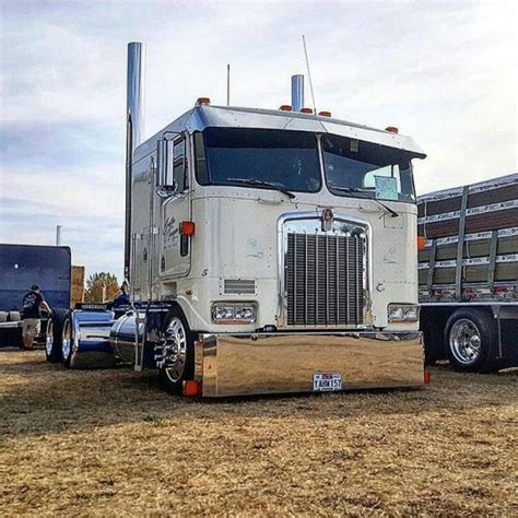 custom truck sales kenworth best 25 kenworth trucks ideas on semi trucks