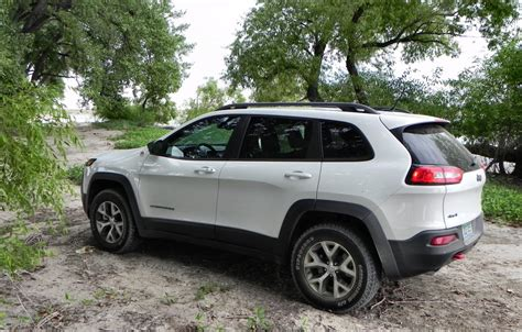 jeep cherokee trailhawk green 2014 jeep cherokee trailhawk get there and do stuff