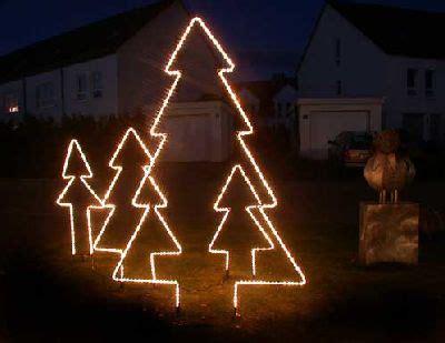 lichtschlauch weihnachtsbaum tannenbaum mit einem lichtschlauch nachgezeichnet