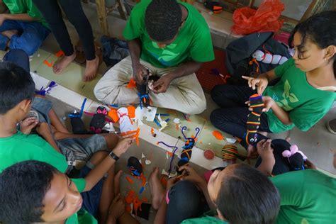 Kaos Alam Bukan Mainan Lingkungan kanye sah plastik lewat seni dan musik balebengong