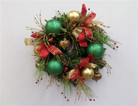 show me a red green and gold christmas wreath diy show