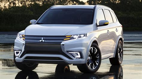 2016 mitsubishi outlander facelift spied ahead of new york