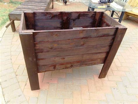 Wood Pallet Planter Box by Raised Pallet Planter Box 99 Pallets
