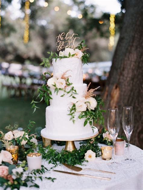 Simple Wedding Cake Decorations by Best 25 Cake Table Decorations Ideas On