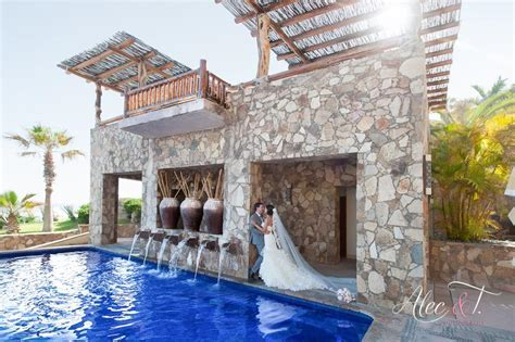 Destination weddings in Mexico, Cabo San Lucas has several