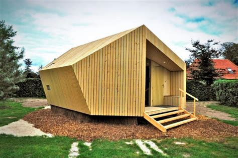 Compact Cottages trek in prefab cabin offers luxury sustainable lodgings