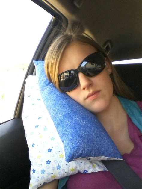 Car Seat Belt Pillow by Pineapple Seat Belt Travel Pillow Tutorial I Ve Seen This Pillow In Other Places But Had