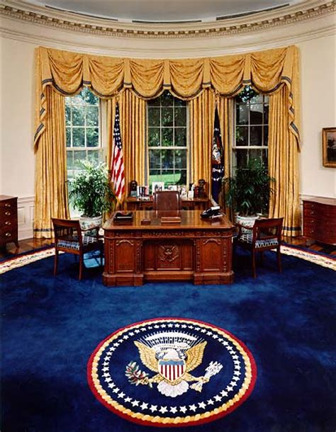 Continued Tour Of The President S House White House Oval Office Desk