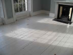 le cœur a ses raisons white wood floors