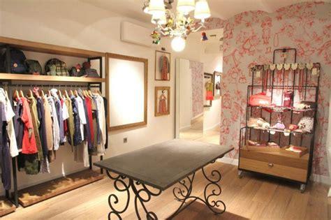 Toryburch By Chiko Chika Shop se seleccionan 3 dependientes as para tienda de moda