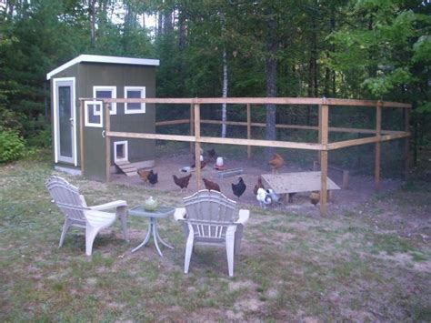 Backyard Chicken Run Get Chicken Coop And Run For 6 Hens Lia Run