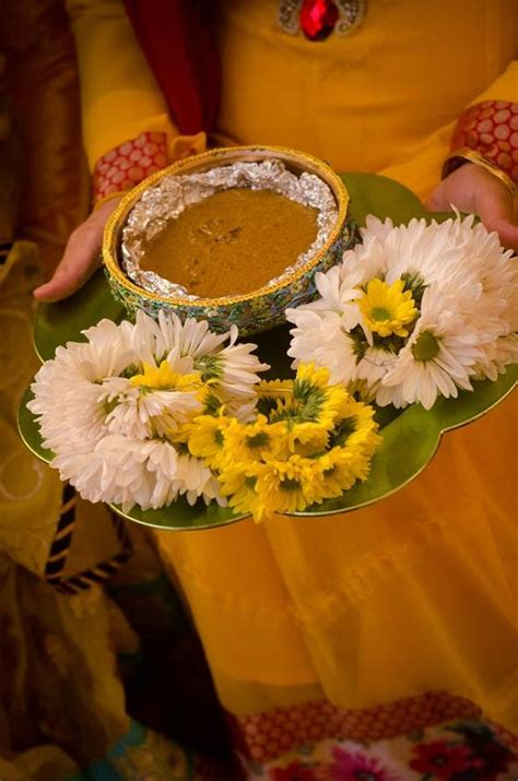 mesmerizing ways  decorate mehndi thaal shadi