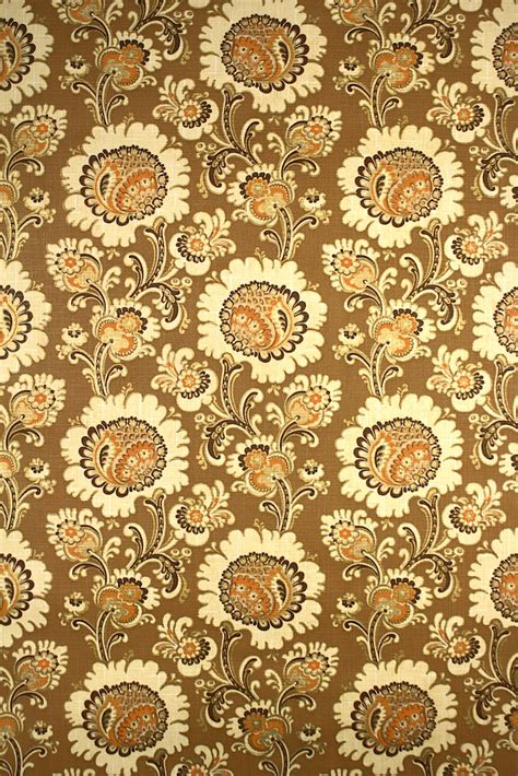 Base Gold Flower Wallpaper 45cm X 10m vintage retro gold floral wallpaper from the seventies