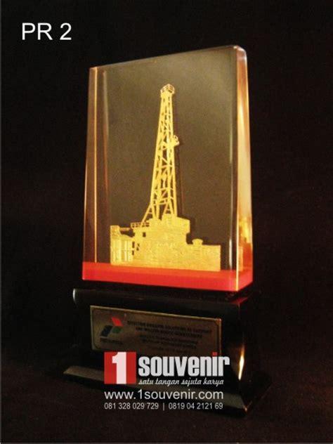 Plakat Akrilik Fiberglass Piramida 1 contoh plakat resin atau plakat fiber berkualitas
