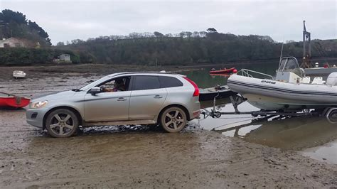 volvo xc awd towing boat  beach slipway  road youtube