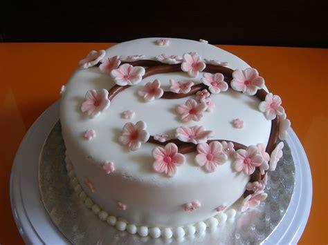 tarta con flores de cerezo