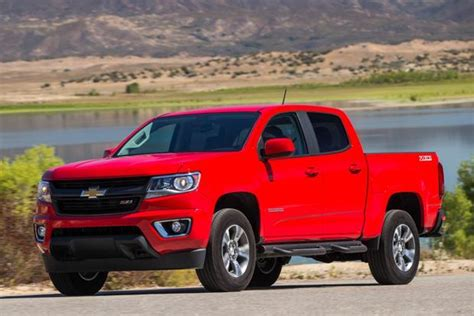 chevy colorado vs gmc 2015 chevrolet colorado vs 2015 gmc what s the