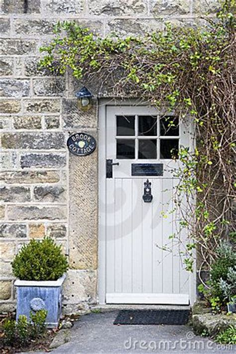 cottage exterior door the 25 best ideas about cottage front doors on