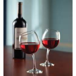 wine glasses the mirthful sommelier s wine glasses hammacher schlemmer