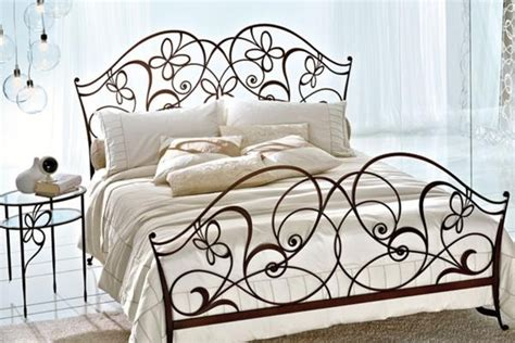 Wrought Iron Bedroom Furniture Beaten Metal Beds In Bedroom Interior Pros And Cons