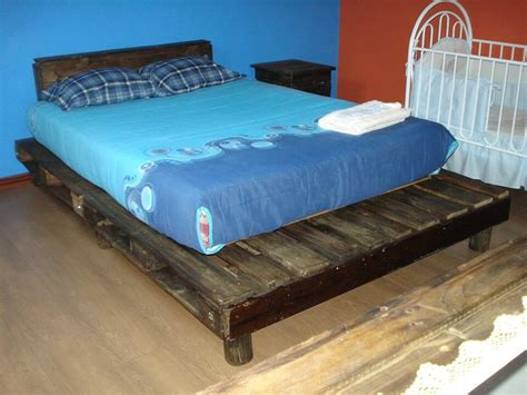 pallette bed wooden pallet bed in rustic style 99 pallets