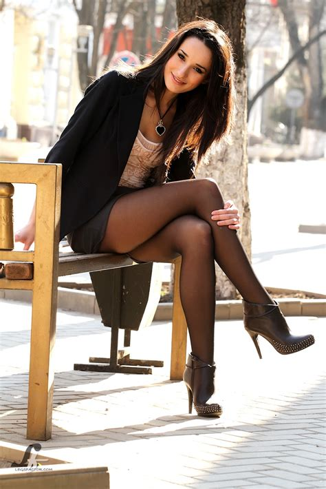 greatlegsandhighheels model with crossed legs