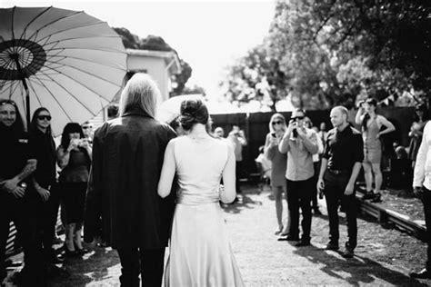 backyard wedding melbourne chris kyle s cruisy backyard wedding nouba com au