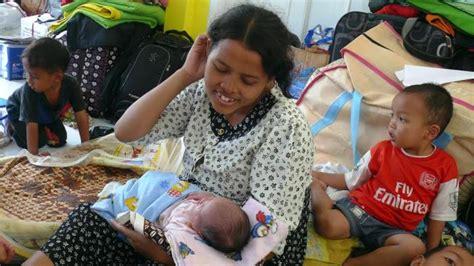 Gendongan Bayi Pekanbaru popon zelina bayi cantik yang lahir di tengah pengungsi