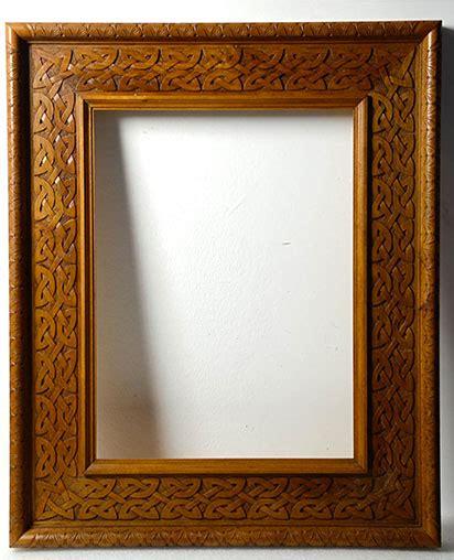 foto in cornice cornice in legno di noce nazionale intarsiata con