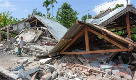 lombok earthquake foreign office warns britons  stay