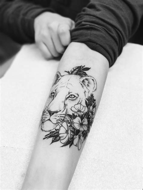 lioness tattoo best 25 lioness ideas on