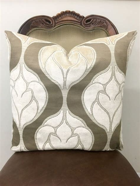 throw pillows for beige couch 1000 ideas about beige couch decor on pinterest
