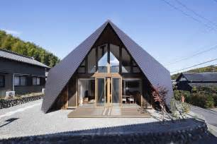 Fascinating origami house with architectural comfort pockets