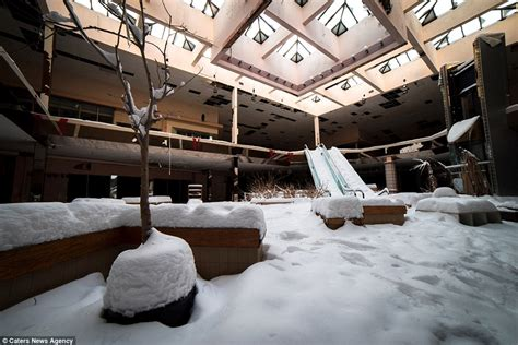 rolling acres mall snow gallery photographs show rolling acres mall in ohio as it succumbs